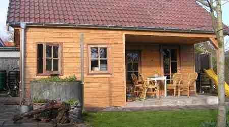 prefab houten tuinhuis met inpandige luifel