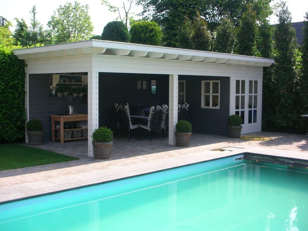Poolhouse grenzend aan een zwembad
