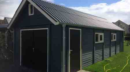 tuinhuis van beton met houtmotief